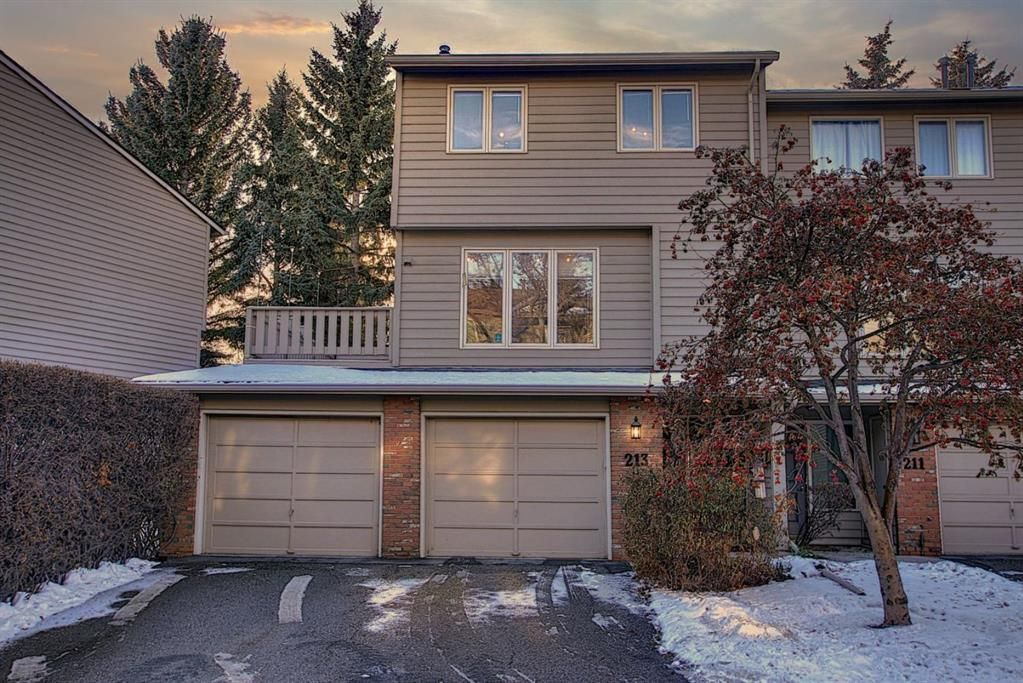 Main Photo: 213 Point Mckay Terrace NW in Calgary: Point McKay Row/Townhouse for sale : MLS®# A1050776