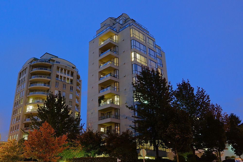 """Main Photo: 800 5890 BALSAM Street in Vancouver: Kerrisdale Condo for sale in """"CAVENDISH"""" (Vancouver West)  : MLS®# V912082"""