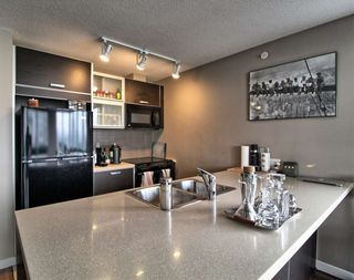 """Photo 1: 1407 13688 100 Avenue in Surrey: Whalley Condo for sale in """"Park Place One"""" (North Surrey)  : MLS®# R2499938"""