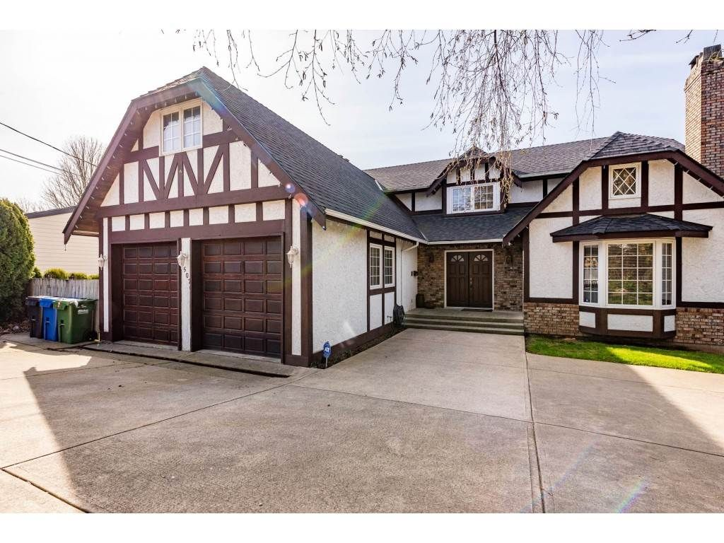 Main Photo: 35070 MARSHALL Road in Abbotsford: Abbotsford East House for sale : MLS®# R2562172