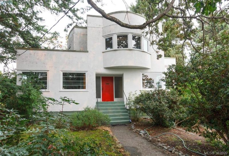 FEATURED LISTING: 1418 Ryan St VICTORIA