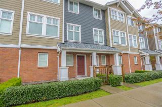 """Photo 2: 34 1111 EWEN Avenue in New Westminster: Queensborough Townhouse for sale in """"ENGLISH MEWS"""" : MLS®# R2359101"""