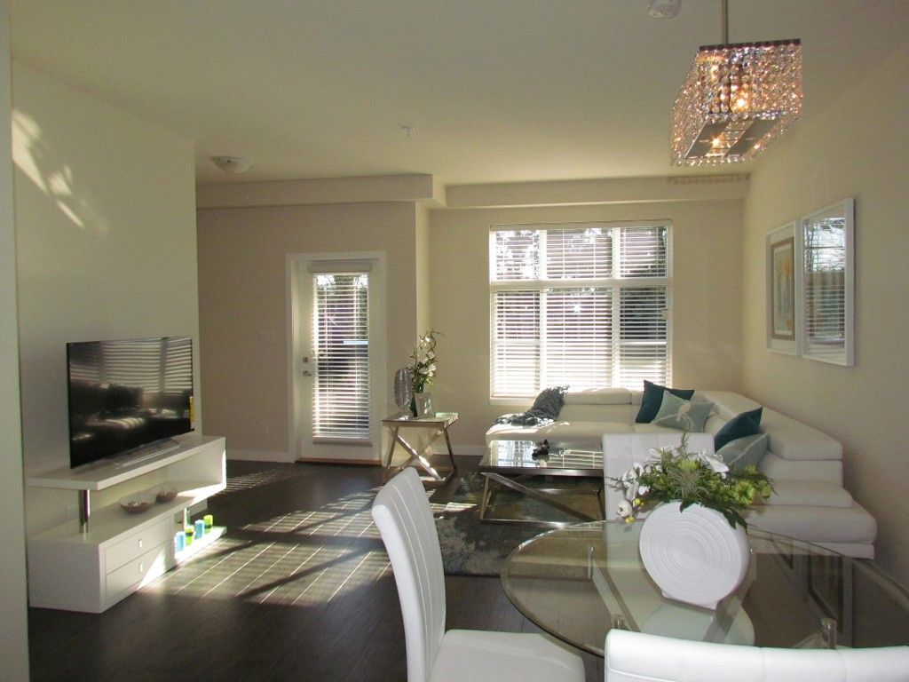 Main Photo: 222 32083 Hillcrest Avenue in Abbotsford: Clearbrook Townhouse for rent