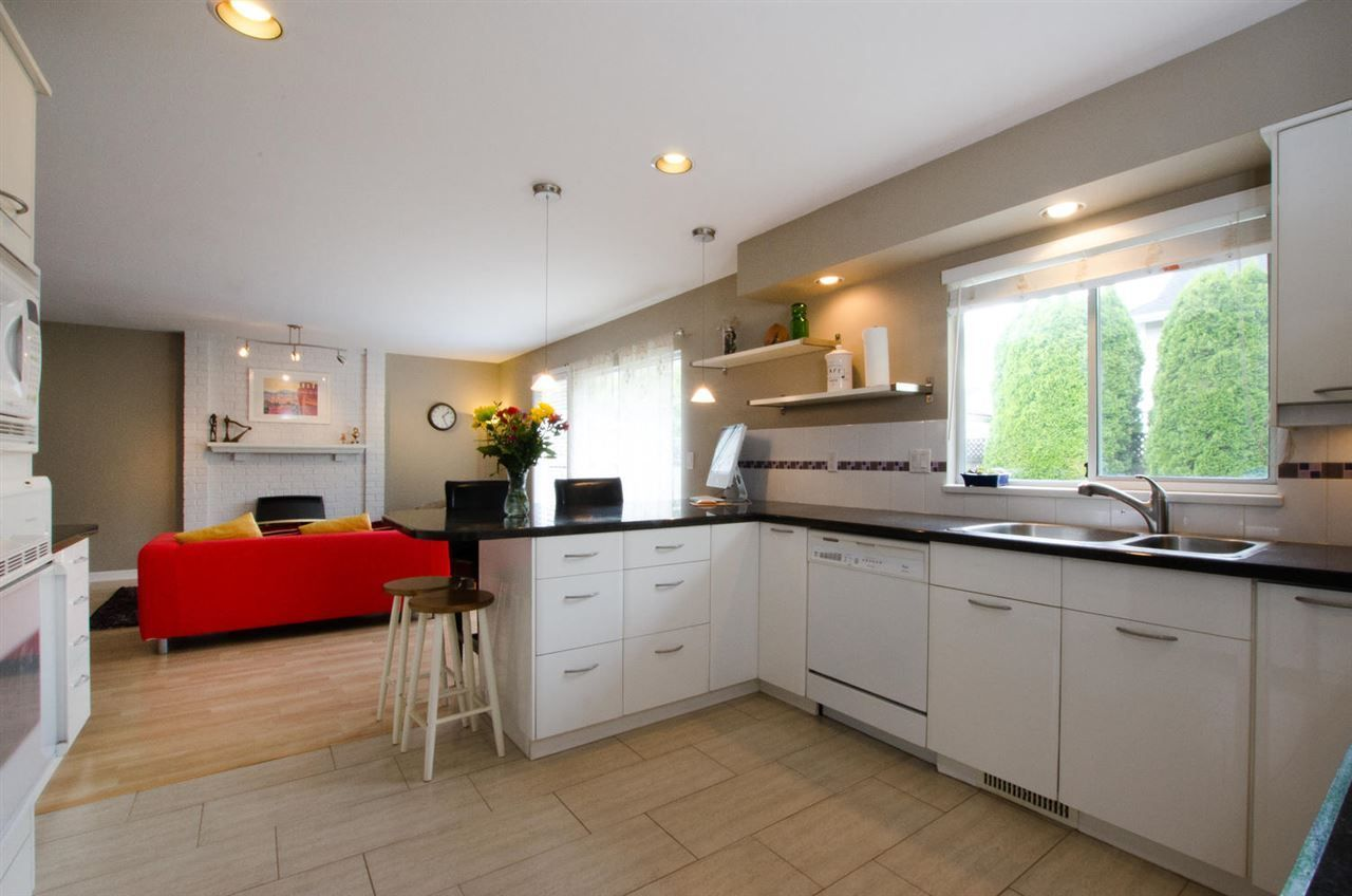 """Photo 7: Photos: 6159 45 Avenue in Delta: Holly House for sale in """"Sunrise"""" (Ladner)  : MLS®# R2284913"""