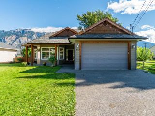 Photo 2: 1552 GARDEN STREET: Lillooet House for sale (South West)  : MLS®# 164189