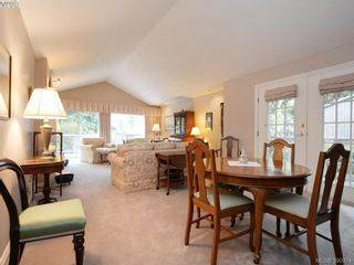 Photo 4: 10 928 Bearwood Lane in VICTORIA: SE Broadmead Row/Townhouse for sale (Saanich East)  : MLS®# 785859