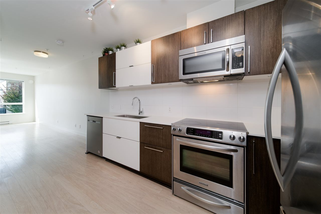 """Photo 6: Photos: 203 215 E 33RD Avenue in Vancouver: Main Condo for sale in """"33 & Main"""" (Vancouver East)  : MLS®# R2506740"""