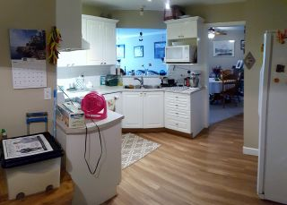 """Photo 7: 202 7435 121A Street in Surrey: West Newton Condo for sale in """"STRAWBERRY HILL ESTATES II"""" : MLS®# R2170697"""