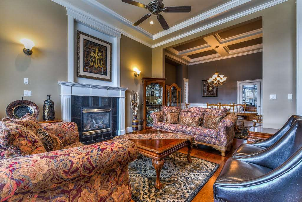 Photo 2: Photos: 15927 89A Avenue in Surrey: Fleetwood Tynehead House for sale : MLS®# R2228908