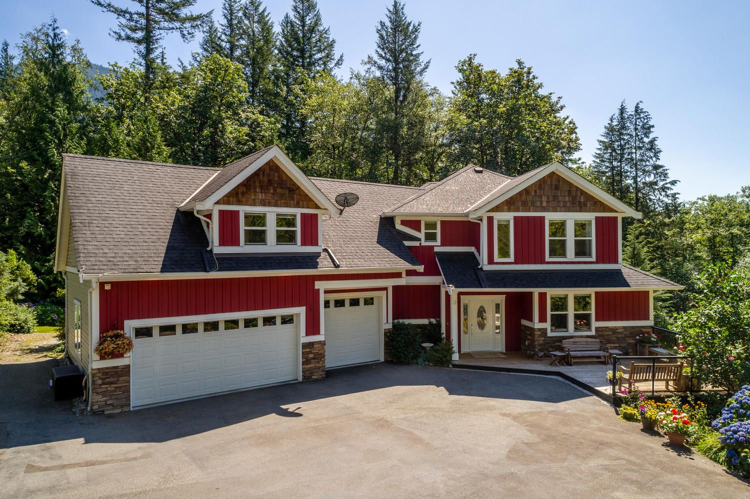 "Main Photo: 36198 CASCADE RIDGE Drive in Mission: Dewdney Deroche House for sale in ""Cascade Ridge"" : MLS®# R2496683"