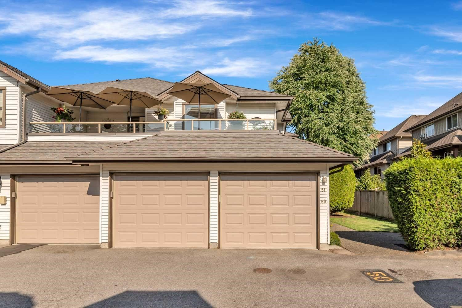 """Main Photo: 51 19160 119 Avenue in Pitt Meadows: Central Meadows Townhouse for sale in """"WINDSOR OAKS"""" : MLS®# R2605779"""