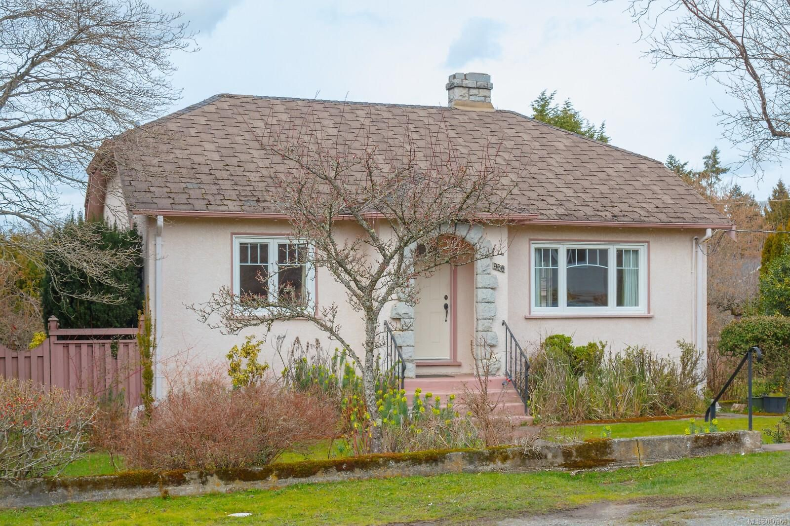 Main Photo: 966 Lovat Ave in : SE Quadra House for sale (Saanich East)  : MLS®# 866966