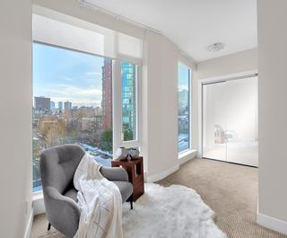"""Photo 11: 603 1925 ALBERNI Street in Vancouver: West End VW Condo for sale in """"Laguna Parkside"""" (Vancouver West)  : MLS®# R2429740"""