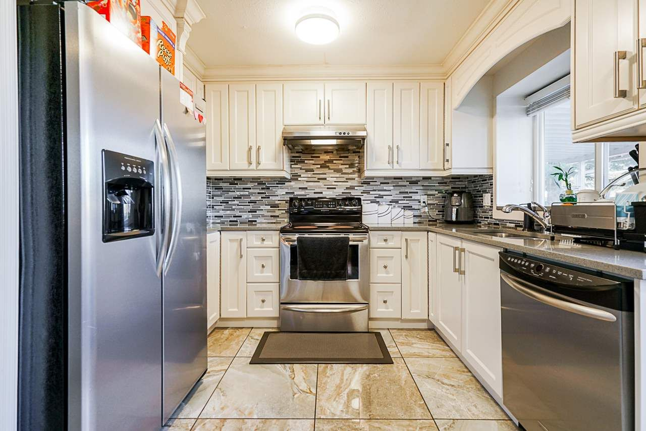 Photo 10: Photos: 12860 CARLUKE Crescent in Surrey: Queen Mary Park Surrey House for sale : MLS®# R2516199