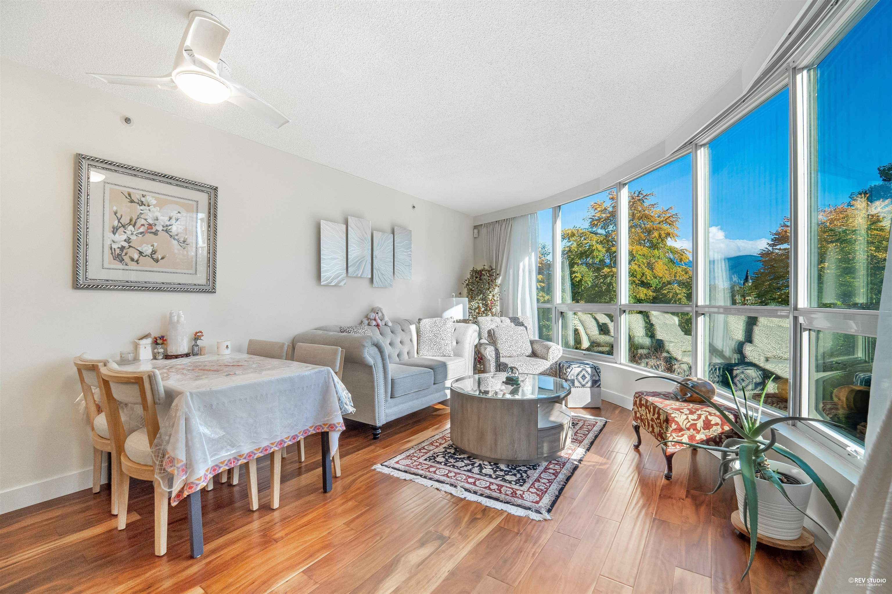 Main Photo: 202 555 JERVIS Street in Vancouver: Coal Harbour Condo for sale (Vancouver West)  : MLS®# R2625355