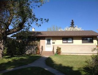 Photo 1: 8024 4A Street SW in Calgary: Kingsland Detached for sale : MLS®# A1102340