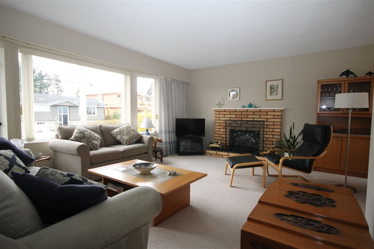 """Photo 2: Photos: 15681 GOGGS Avenue: White Rock House for sale in """"White Rock"""" (South Surrey White Rock)  : MLS®# R2151652"""