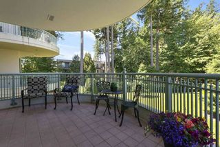"""Photo 9: 207 1725 MARTIN Drive in Surrey: Sunnyside Park Surrey Condo for sale in """"Southwynde by Bosa Construction"""" (South Surrey White Rock)  : MLS®# R2589196"""