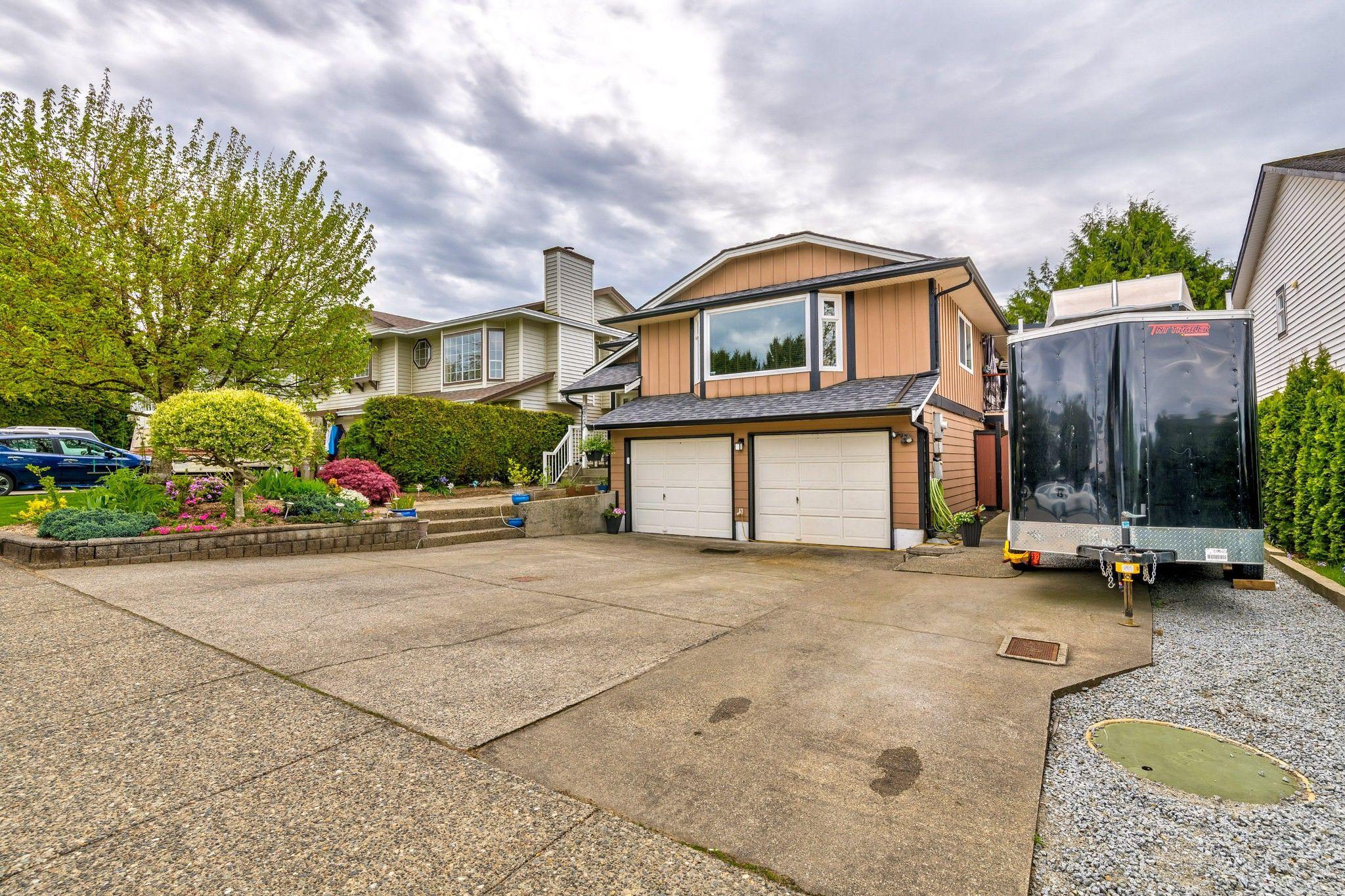 Photo 3: Photos:  in : Southwest Maple Ridge House for sale (Maple Ridge)  : MLS®# R2455980