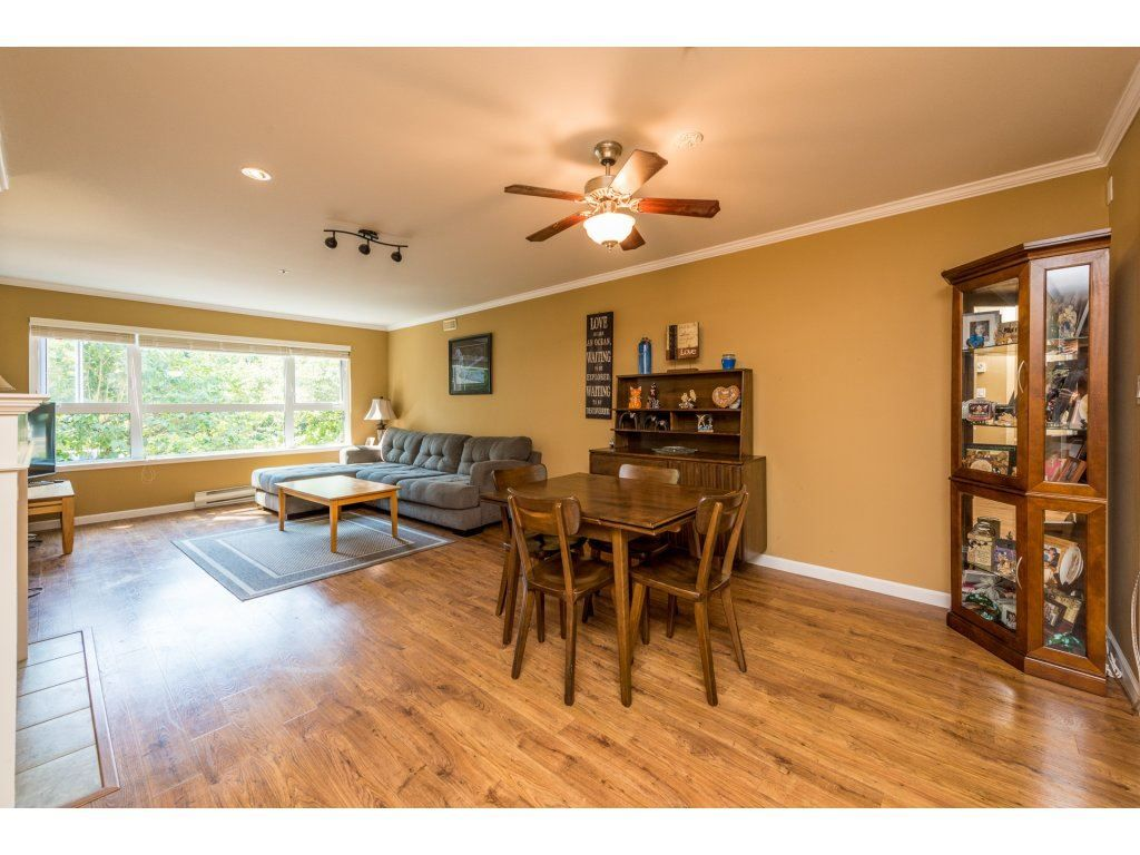 """Photo 4: Photos: 201 9626 148TH Street in Surrey: Guildford Condo for sale in """"Hartfood Woods"""" (North Surrey)  : MLS®# R2329881"""