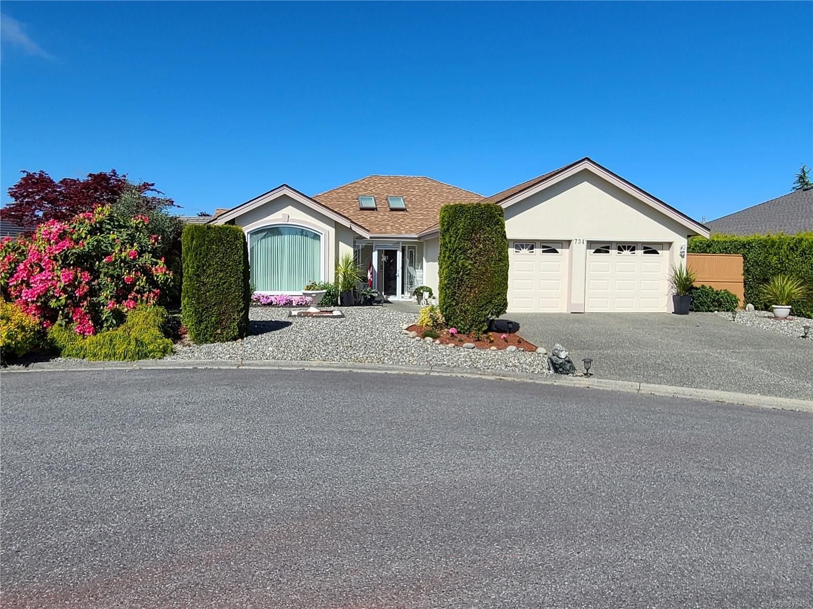 Main Photo: 734 Banwell Crt in : PQ Qualicum Beach House for sale (Parksville/Qualicum)  : MLS®# 876496