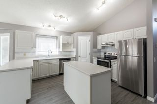Photo 3: 751 ORMSBY Road W in Edmonton: Zone 20 House for sale : MLS®# E4253011
