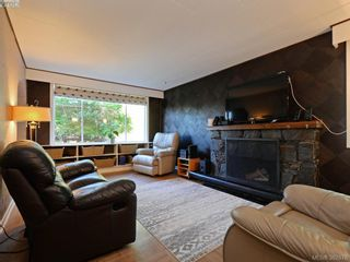 Photo 4: 145 Sims Ave in VICTORIA: SW Gateway House for sale (Saanich West)  : MLS®# 769355