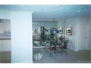 Photo 4: 203 940 Boulderwood Rise in VICTORIA: SE Broadmead Condo for sale (Saanich East)  : MLS®# 292160