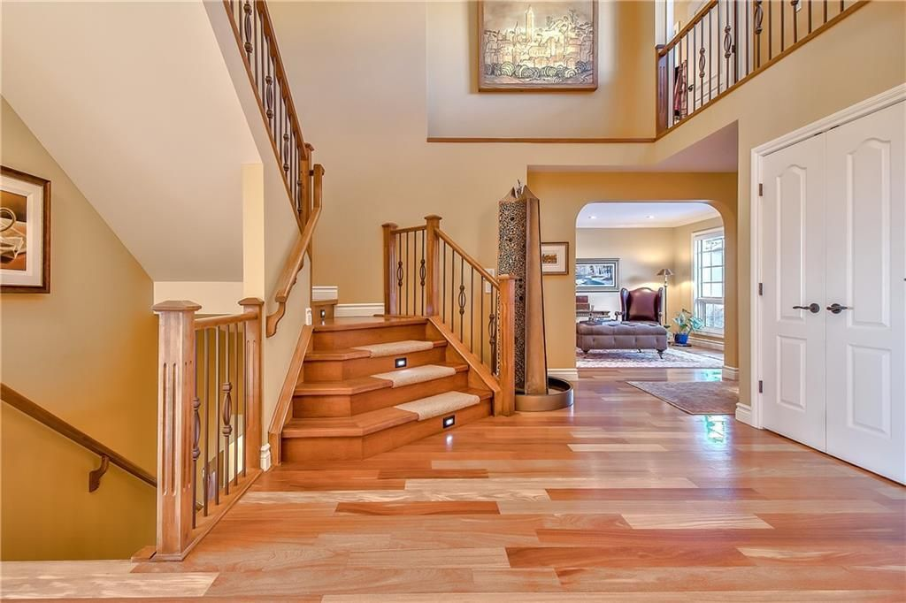 Photo 2: Photos: 153 SIGNATURE Close SW in Calgary: Signal Hill Detached for sale : MLS®# C4283177