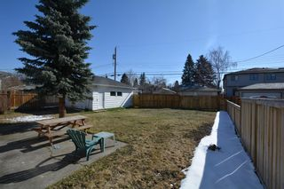 Photo 5: 2708 17A Street NW in Calgary: Capitol Hill Detached for sale : MLS®# A1094236