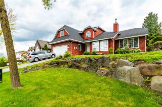 """Photo 2: 5448 HIGHROAD Crescent in Chilliwack: Promontory House for sale in """"PROMONTORY HEIGHTS"""" (Sardis)  : MLS®# R2572429"""