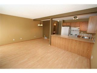 Photo 5: 60 COUNTRY HILLS Villa NW in CALGARY: Country Hills Townhouse for sale (Calgary)  : MLS®# C3606834