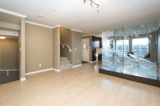 Photo 4: 275 E 5TH STREET in North Vancouver: Lower Lonsdale Townhouse for sale : MLS®# R2332474