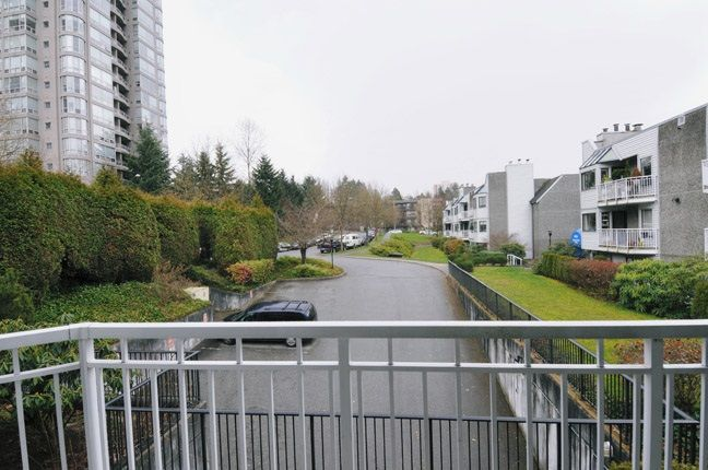 """Photo 10: Photos: 203 9584 MANCHESTER Drive in Burnaby: Cariboo Condo for sale in """"BROOKSIDE PARK"""" (Burnaby North)  : MLS®# R2118697"""