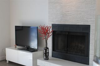 Photo 3: 2200 PORTSIDE COURT in Vancouver: Fraserview VE Townhouse for sale (Vancouver East)  : MLS®# R2021822