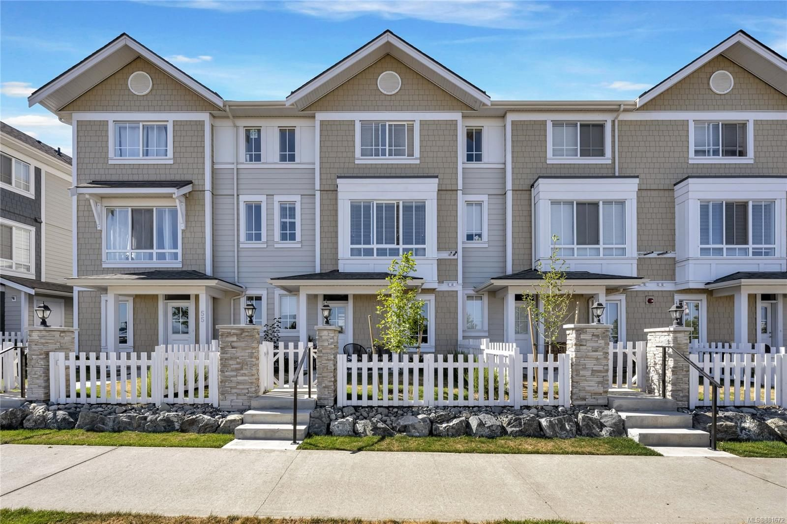 Main Photo: 53 370 Latoria Blvd in Colwood: Co Royal Bay Row/Townhouse for sale : MLS®# 881672