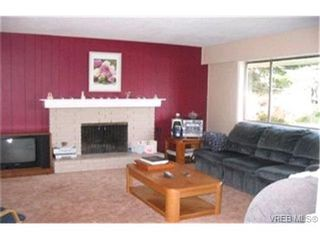 Photo 3: 2177 Henry Ave in SIDNEY: Si Sidney North-East House for sale (Sidney)  : MLS®# 368189