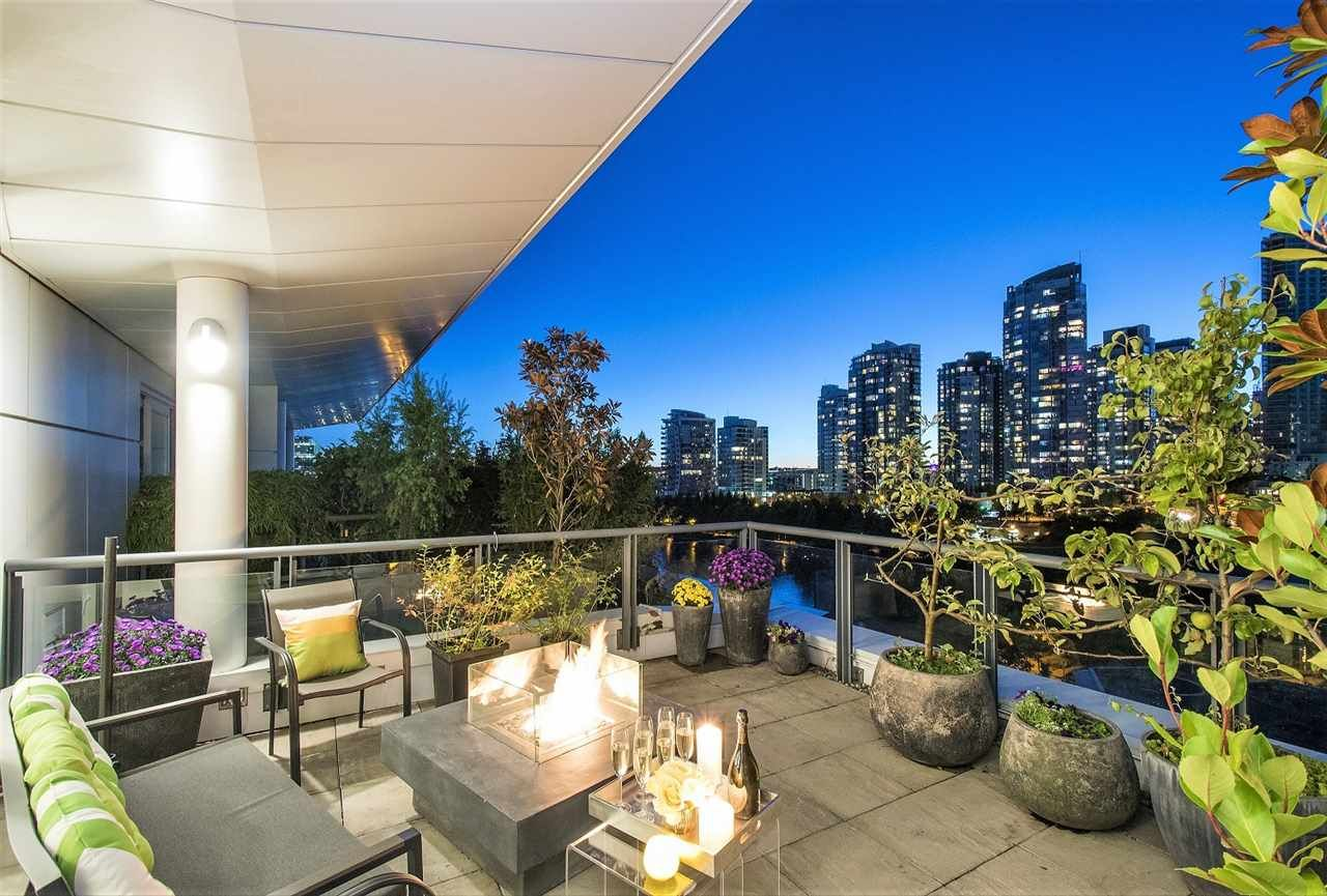 Main Photo: 801 1383 MARINASIDE CRESCENT in Vancouver: Yaletown Condo for sale (Vancouver West)  : MLS®# R2244068