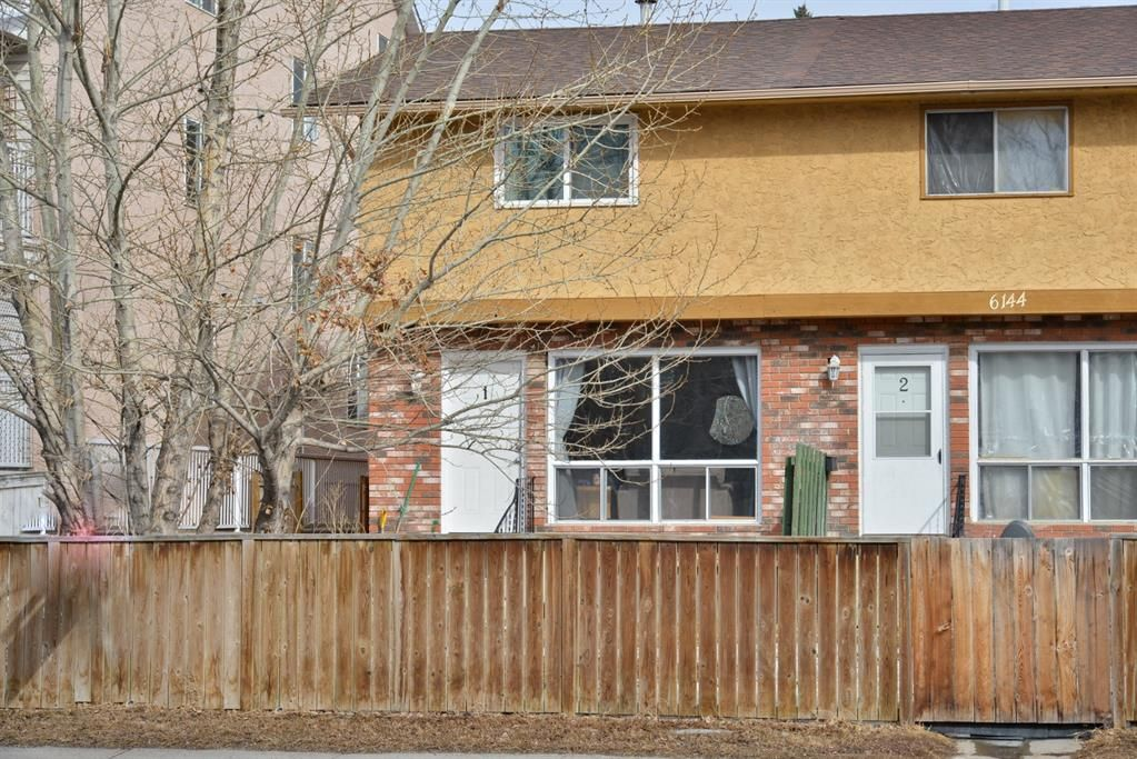 Main Photo: 1 6144 Bowness Road NW in Calgary: Bowness Row/Townhouse for sale : MLS®# A1077373