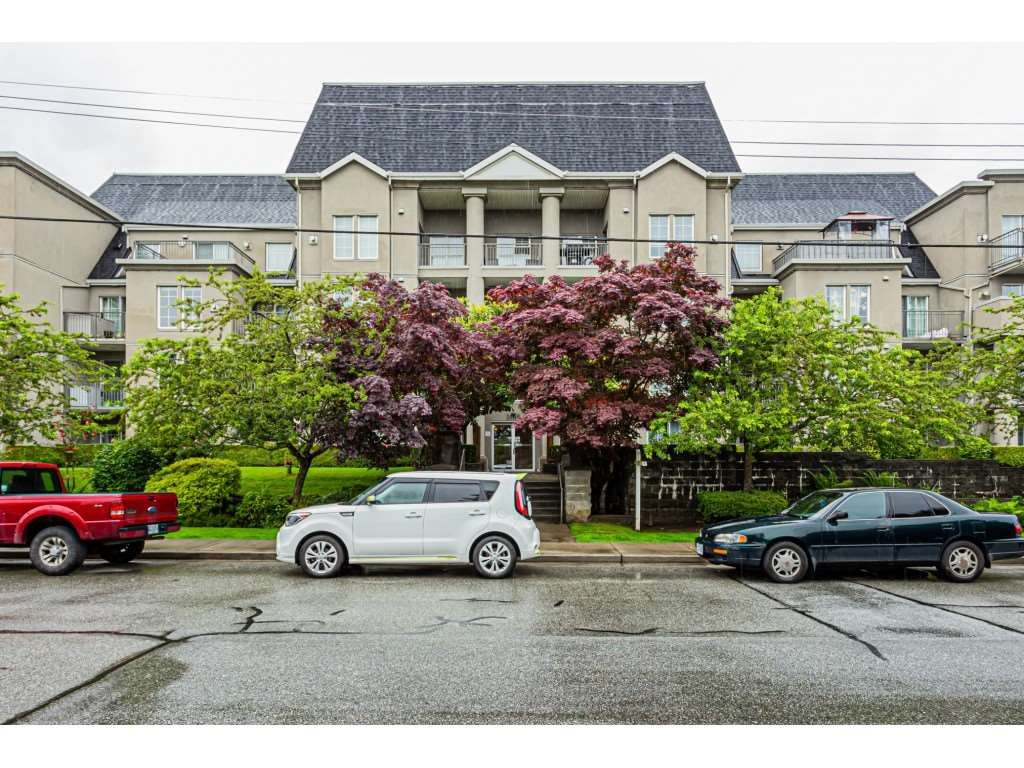 Main Photo: 201 1669 GRANT Avenue in Port Coquitlam: Glenwood PQ Condo for sale : MLS®# R2466101