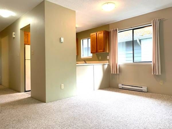 Main Photo: 19-211 Buttertubs Place in Nanaimo: Residential for rent