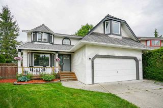 Photo 1: 21055 92 Avenue in Langley: Walnut Grove House for sale : MLS®# R2583218