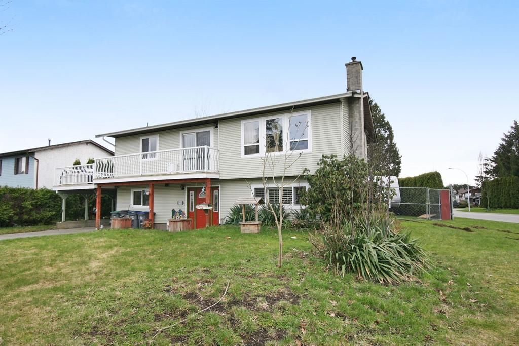 Main Photo: 17516 63RD AVENUE in Surrey: Cloverdale BC House for sale (Cloverdale)  : MLS®# R2148933
