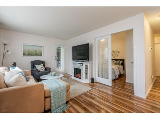 """Photo 5: 105 15991 THRIFT Avenue: White Rock Condo for sale in """"ARCADIAN"""" (South Surrey White Rock)  : MLS®# R2441323"""