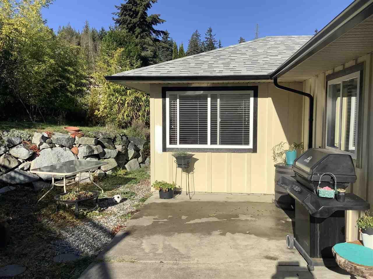 Main Photo: 5589 MEDUSA Place in Sechelt: Sechelt District House for sale (Sunshine Coast)  : MLS®# R2515689