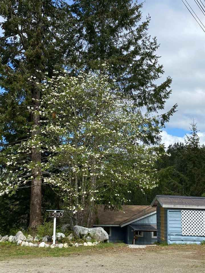 Main Photo: 5193 SUMMIT Road in Madeira Park: Pender Harbour Egmont House for sale (Sunshine Coast)  : MLS®# R2575992