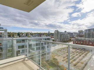 "Photo 5: 907 1833 CROWE Street in Vancouver: False Creek Condo for sale in ""The Foundry"" (Vancouver West)  : MLS®# R2212971"