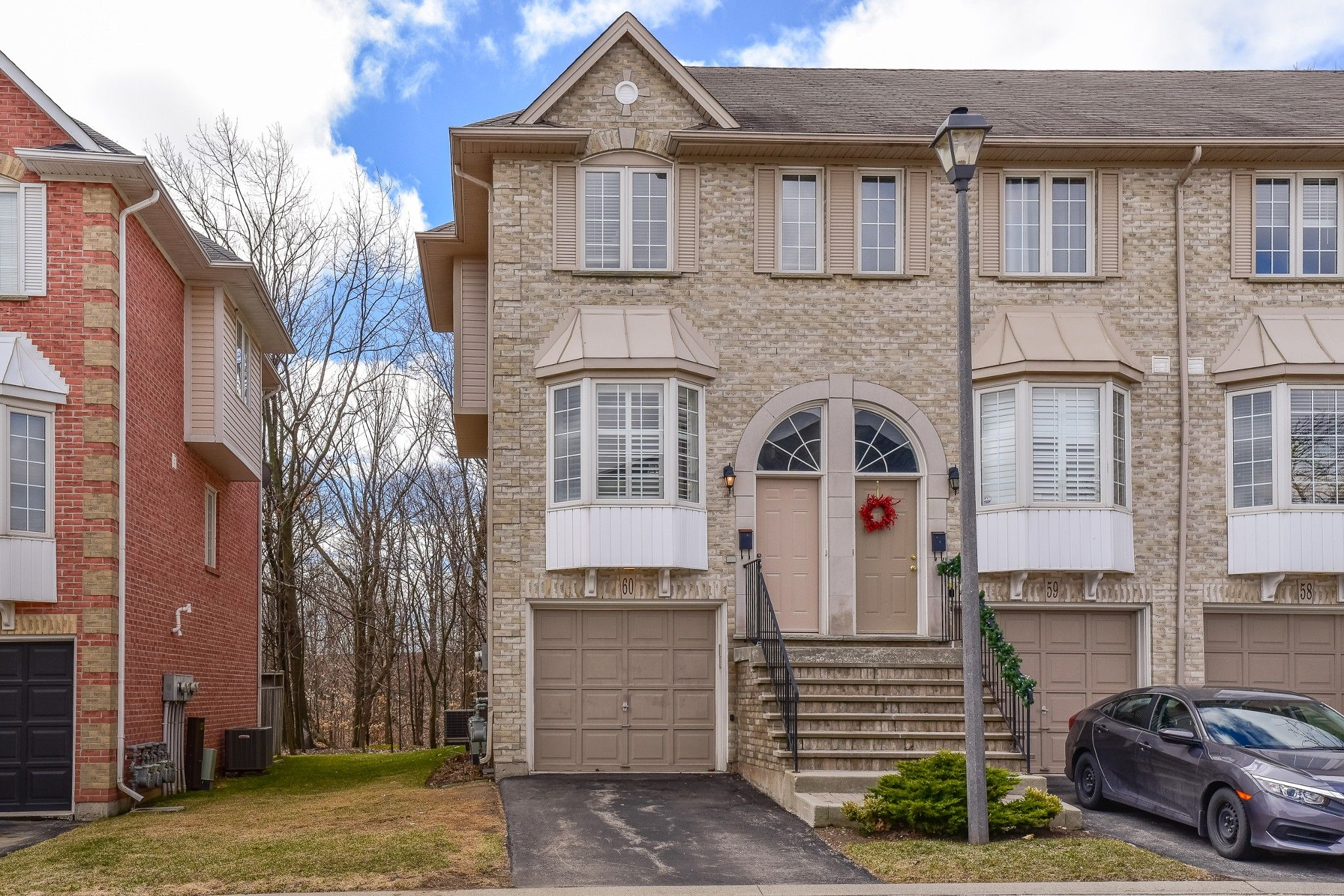 Main Photo: 60 3480 Upper Middle in Burlington: House for sale : MLS®# H4050300