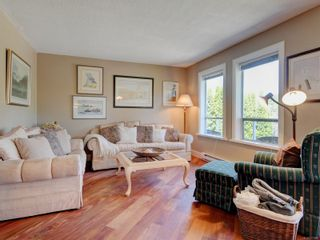 Photo 2: 1279 Knockan Dr in : SW Strawberry Vale House for sale (Saanich West)  : MLS®# 877596