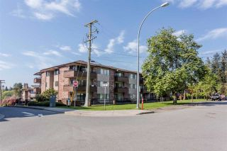 Photo 1: 307 33956 ESSENDENE Avenue in Abbotsford: Central Abbotsford Condo for sale : MLS®# R2447306